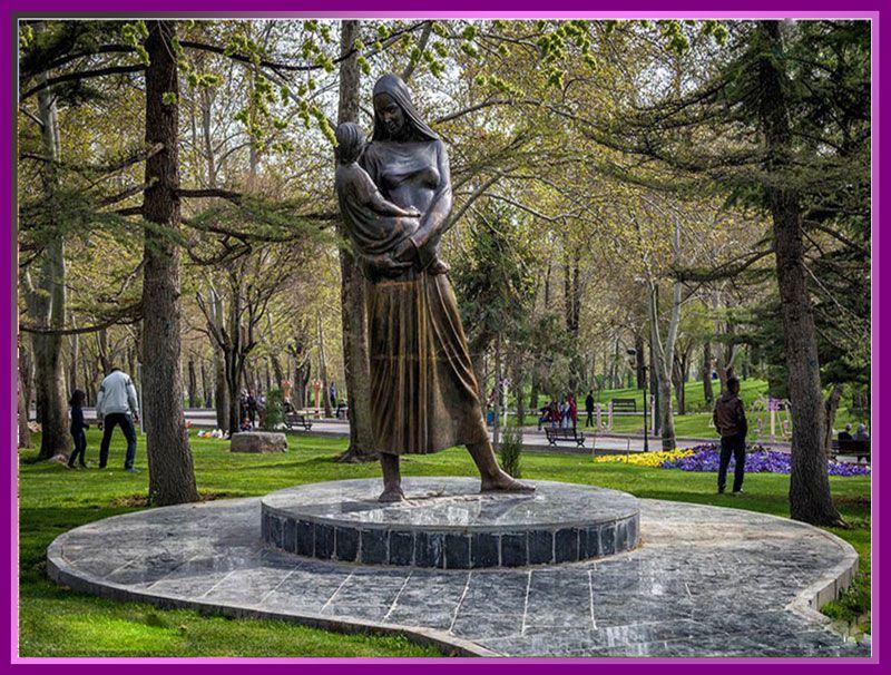 مجسمه مادر در پارک ملت تهران