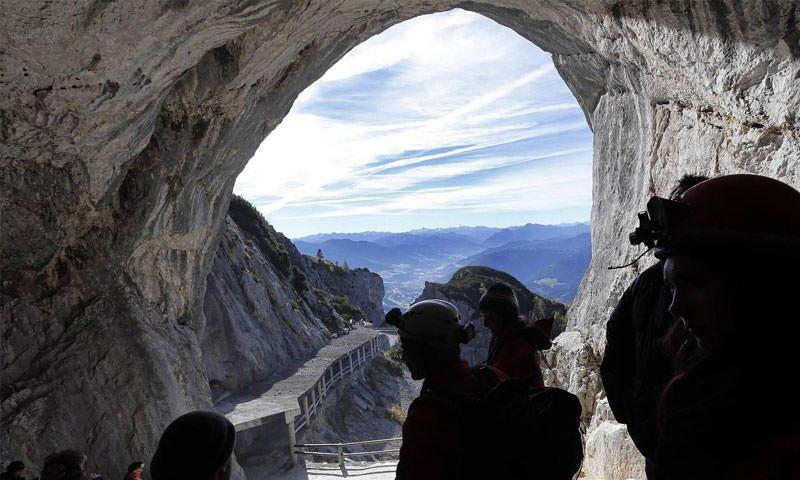 بزرگ ترین غار یخی جهان