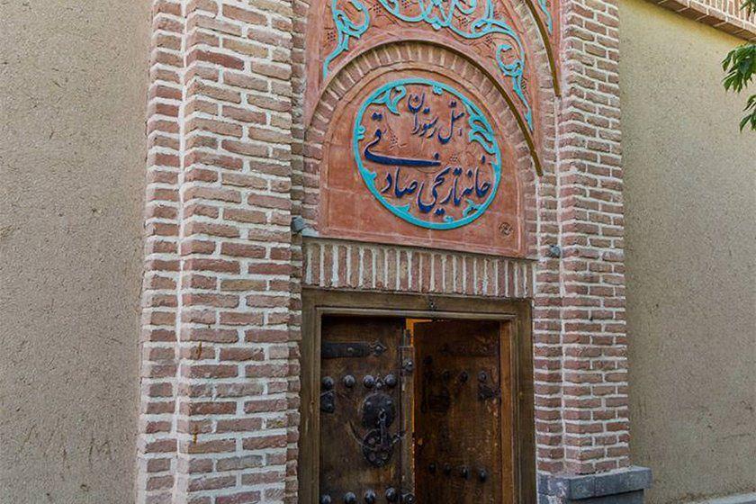 سردر خانه تاریخی صادقی